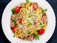 Спагети Туна с риба тон, синьо сирене, пармезан и кашкавал